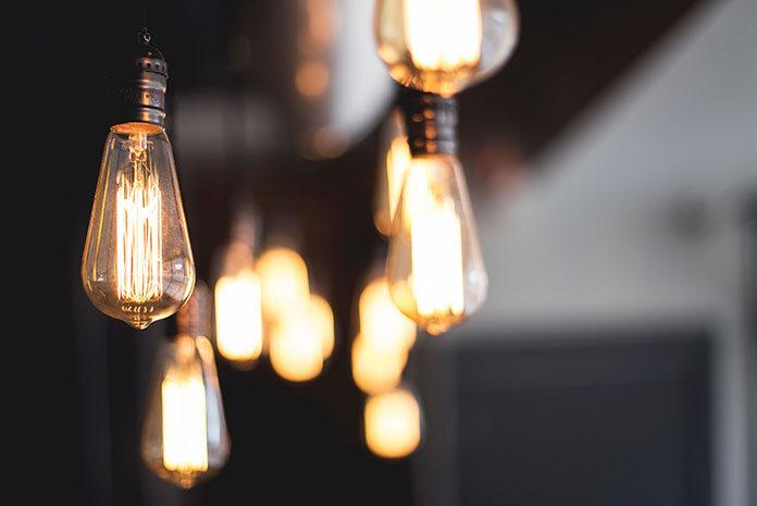 Dystrybutor prądu a sprzedawca energii elektrycznej – różnice
